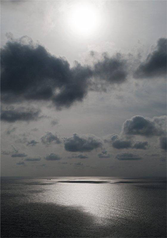 море, облака, корабль Одинокий странникphoto preview