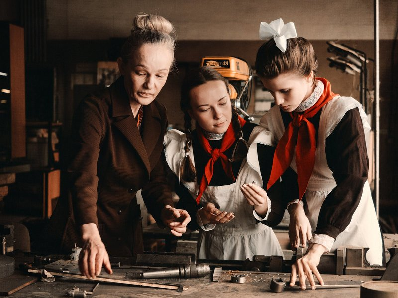 постановочное фото, девушки, красные галстуки, пионеры, пионерки Back in the U.S.S.R.photo preview
