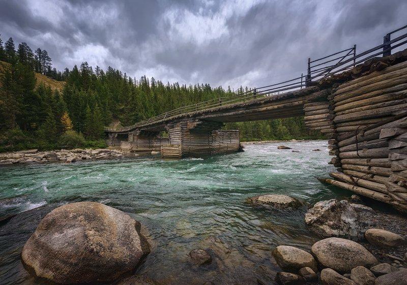 У старого мостаphoto preview