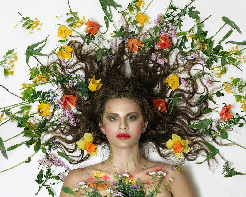 Портрет, девушка, Маргарита Гусева, цветы, портрет с цветами, Горгона, взрыв Веснаphoto preview