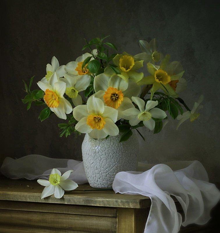 натюрморт, цветы, нарциссы, букет, ваза, весна нарциссы фото превью