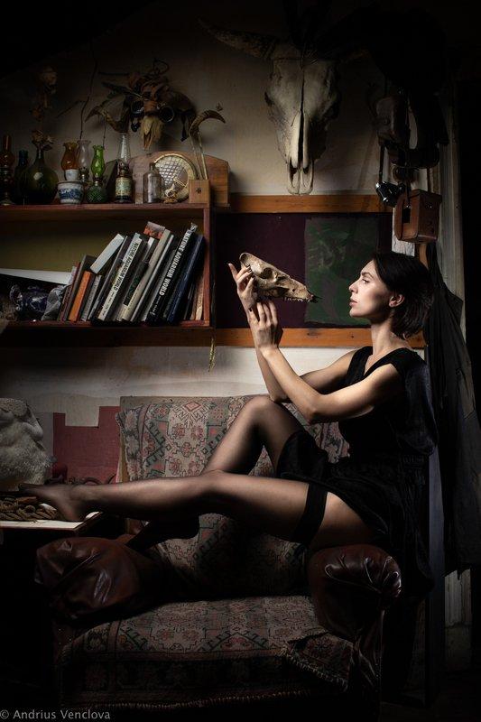 Female with skullsphoto preview