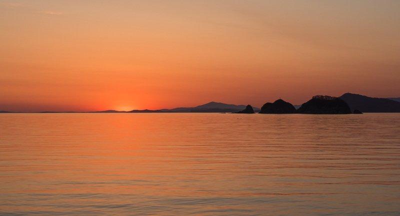 Закат, море, бухта Витязь, Приморский край На закатеphoto preview