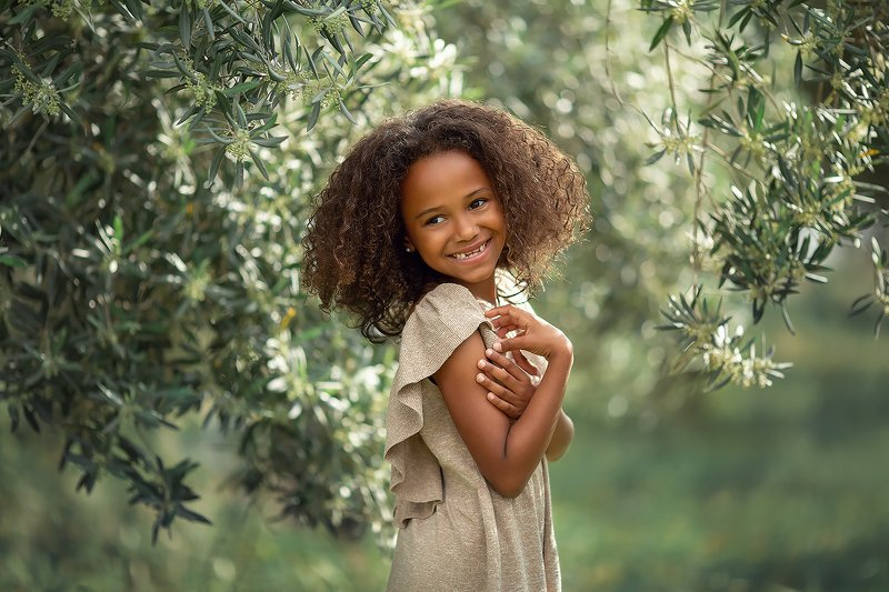улыбка девочка кудряшки оливки ***photo preview