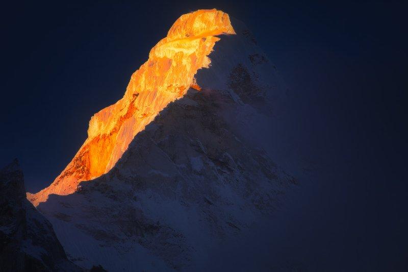 Непал, Гималаи, горы, рассвет, Азия, треккинг, утро, снег, лёд, свет, заря, альпинизм, вершина Ама Дабламphoto preview