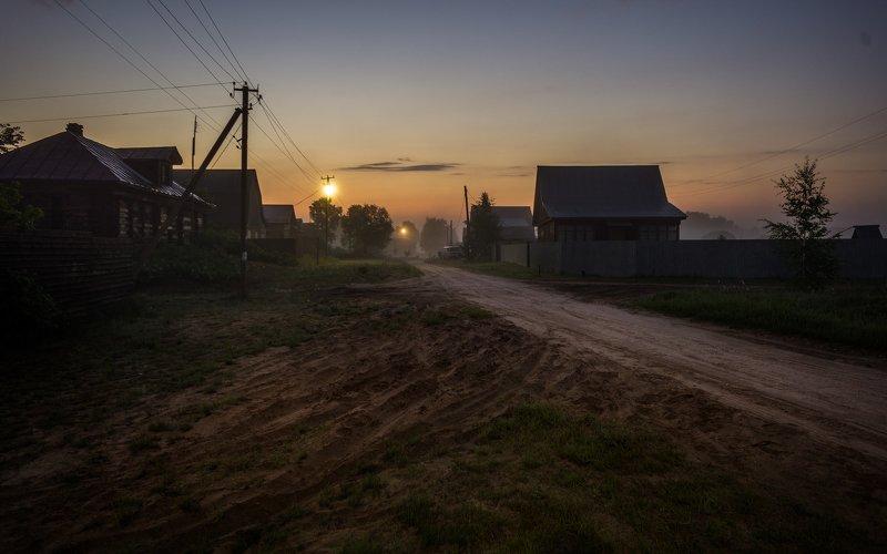 Сельцы, восход ...час, когда фонарь ярче солнца. Сельцы 2019photo preview