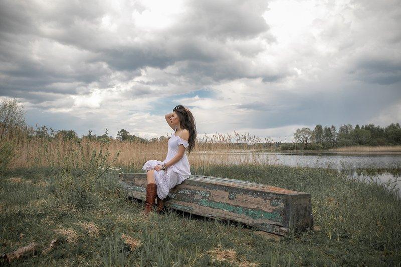 ветер мысли глубоко озеро ложка девушка белоеплатье волосыповетру волосы настроение весна осень lady wind грусть тордуа torduafoto Настроение ВЕТЕРphoto preview