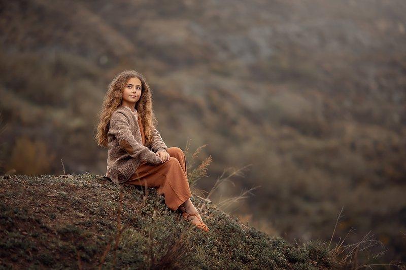 горы туман девочка ***photo preview