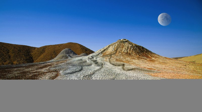 Грязевые вулканыphoto preview