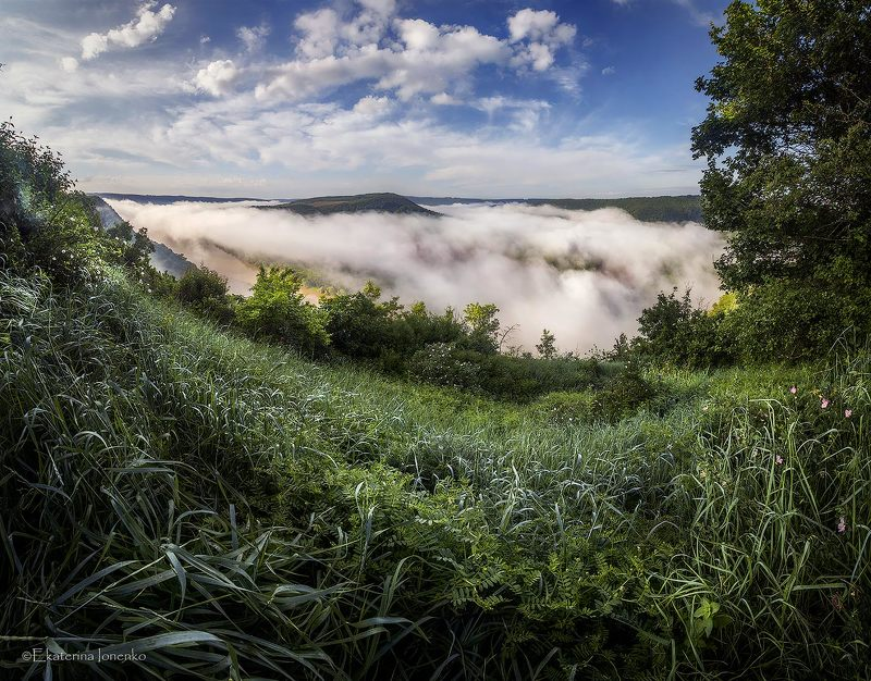 Облака на небе и на землеphoto preview