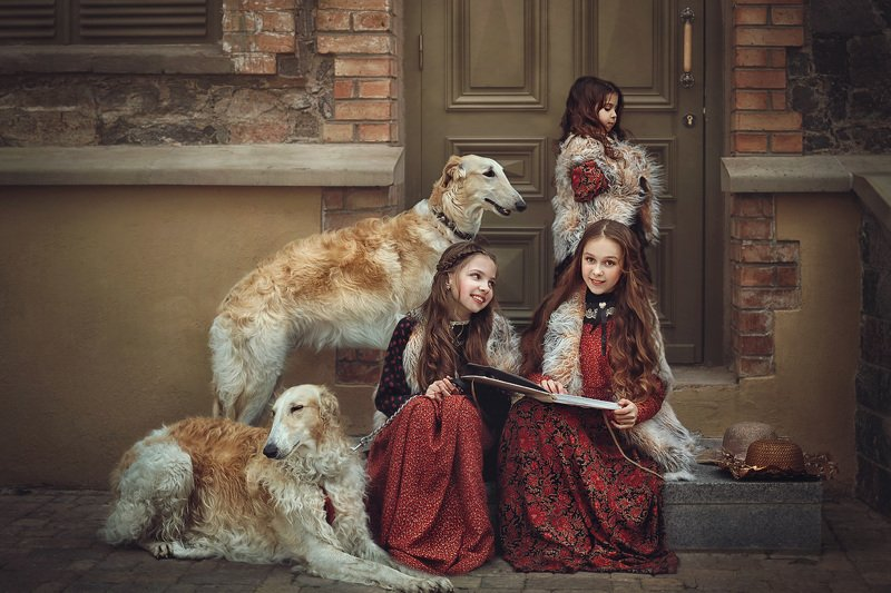детство, детский портрет, лето, девочки, собаки, борзые, костюмы, постановочное фото Три сестрыphoto preview