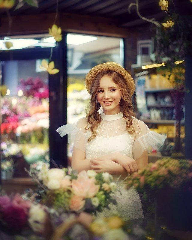 girl, woman, summer, portrait, flowers, dress, hat, девушка, лето, цветы, цветочный магазин, шляпа, белое платье, улыбка, радость photo preview