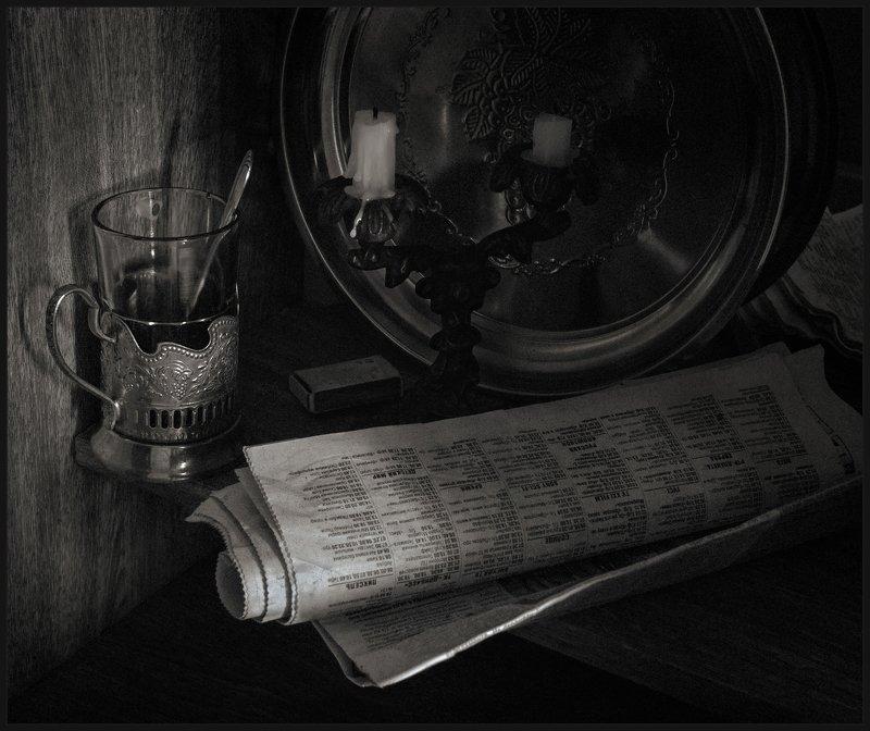 газета, стакан, подсвечник, натюрморт Прессаphoto preview