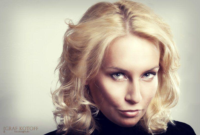 лицо, глаза, волосы, блондинка, образ, взгляд Надеждаphoto preview