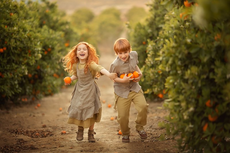 апельсины дружба мальчик девочка улыбка ***photo preview