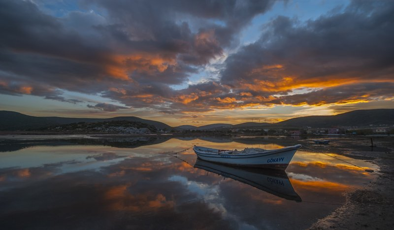 clouds,sky,boat,sea,rocks,reflection, boatphoto preview