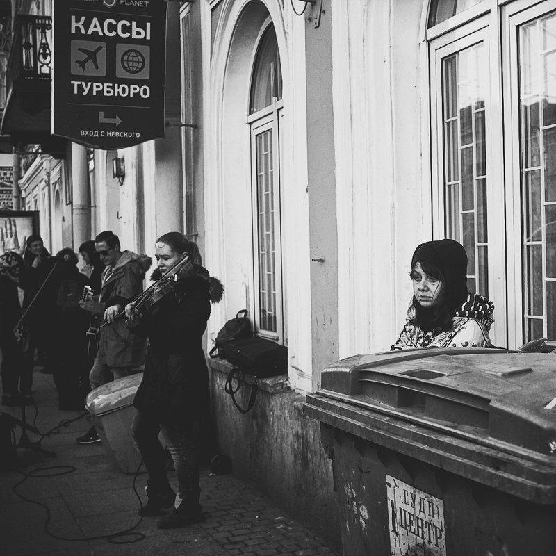 город, музыканты, чб, питер среди городаphoto preview