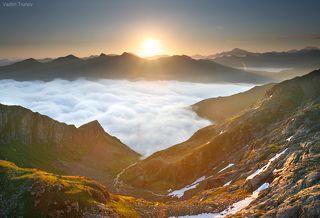 Восход в горах Кавказа