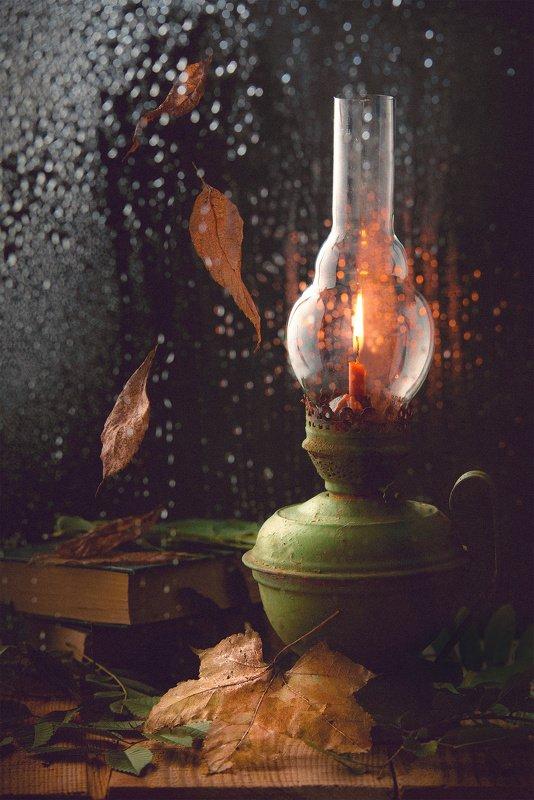 натюрморт, темный фон, керосинка, дождь, капли, стекло, огонь, уют, тепло, осень бабушкина керосинкаphoto preview