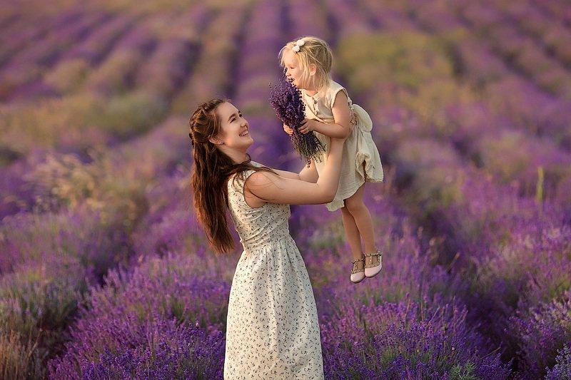 фотограф, зеркальный фотоаппарат canon mark iii, фотопрогулка, девочки, лето, закат, красота, семейная фотосессия, детский фотограф, красивые девушки, счастье, радость, дети на фото, семейная фотография, любовь, лаванда, лето, девочки, восторг Лаванда...photo preview