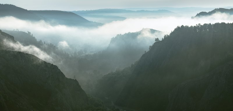 пейзаж, туман, горы, перспектива, сказка, фэнтэзи,  Туман в ущельеphoto preview