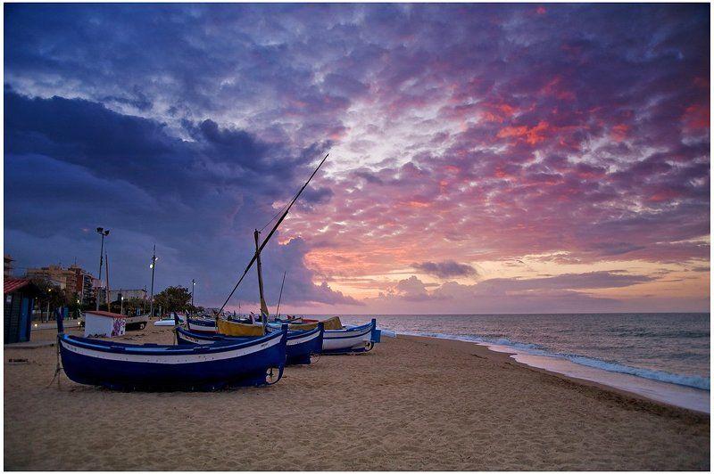 лодка, море, берег Рыбацкие лодки на берегуphoto preview
