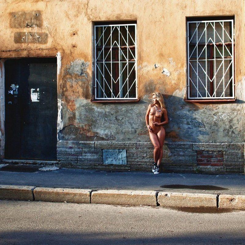натура, ню, девушка, грудь, улица, пленер Петроградкаphoto preview