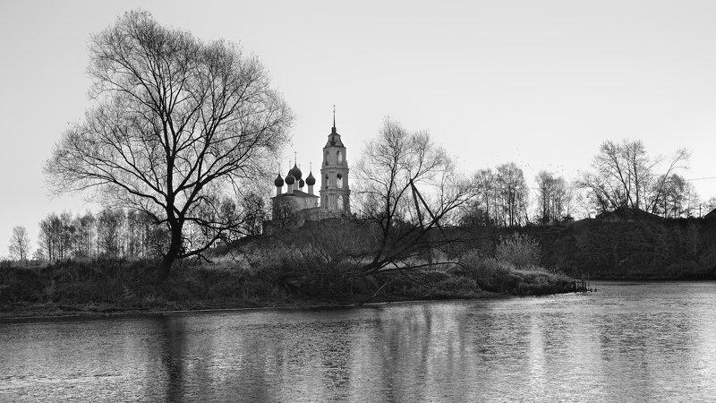 пейзаж храм церковь осень восход река лёд Экзерсисы с монохромом.photo preview