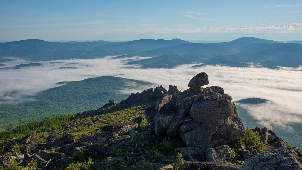 саяны туман горы скалы утро лето Ночной туманphoto preview