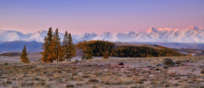 На рассвете розовеют горыphoto preview