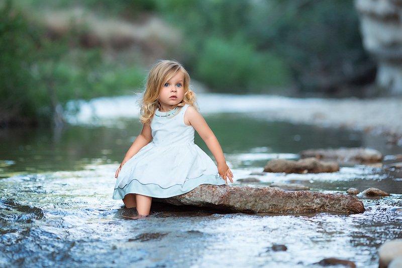 фотограф, зеркальный фотоаппарат canon mark iii, сanon russua, фотопрогулка, девочка, малышка, лето, река, закат, горы, горное ущелье, краски лета, ребенок, семейная фотосессия, детский фотограф, счастье, радость, дети на фото, семейная фотография, любовь *****photo preview