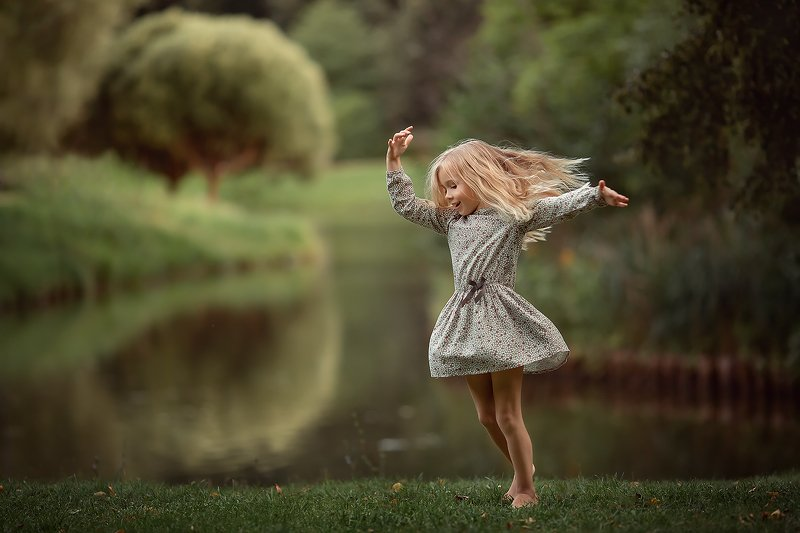 девочка танец природа волосы ***photo preview