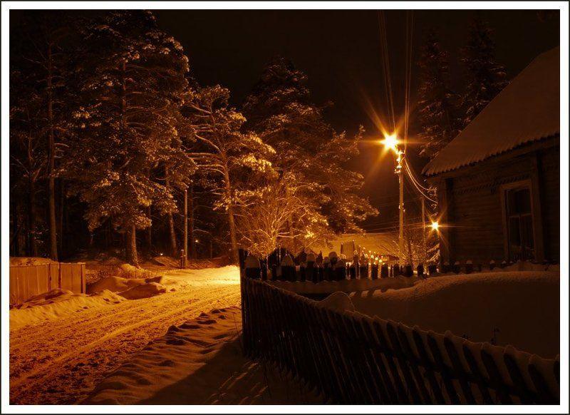 зима, деревня, снег, покосившийся забор, фонари, сосны Тепло деревенских ночей...photo preview
