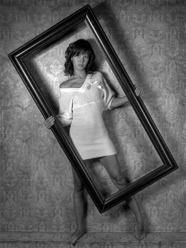 девушка,кадрирование,рама,стена,обои Трудности кадрирования....photo preview