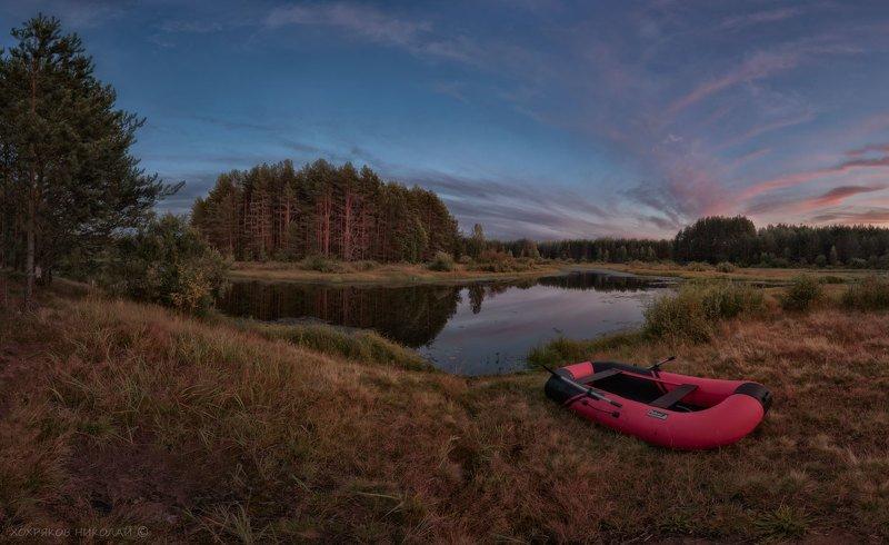 красная лодка на красном закате...photo preview