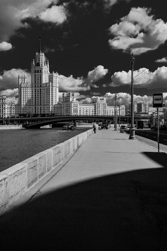 москва, москва-река, река, зарядье, набережная, город, столица, котельническая набережная, высотка, чб, городской пейзаж, bw, black and white Раушская набережнаяphoto preview