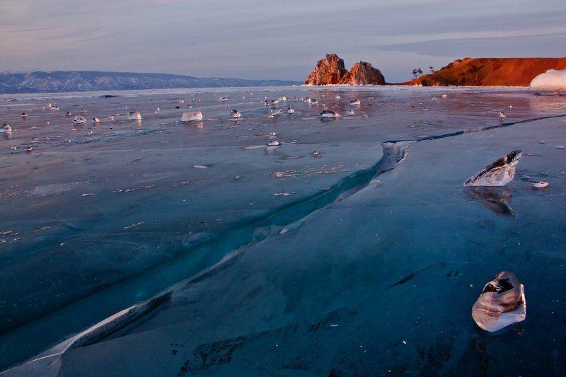байкал, лед, ольхон, бухта песчаная, скала шаманка, мыс саган хушун Вижу Байкалphoto preview