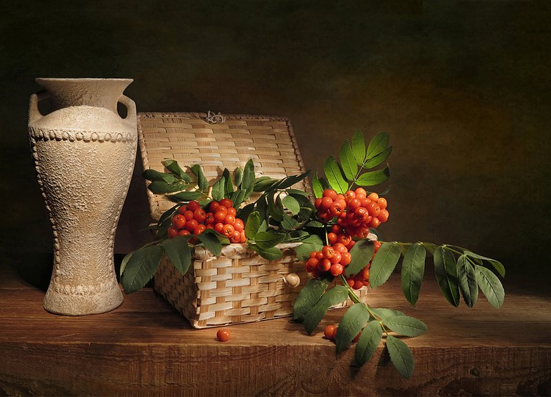 натюрморт,рябина,ваза,шкатулка Время рябиныphoto preview