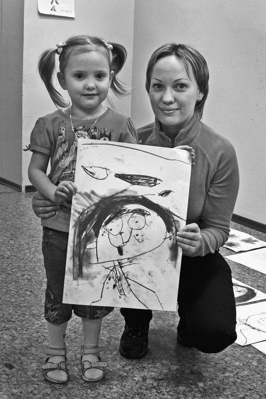 девочка, мама, чб, апатиты, художка, рисунок В семье художникphoto preview