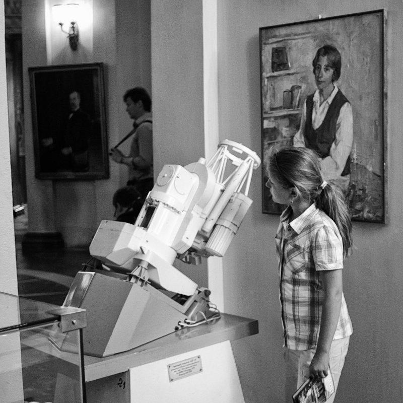 девочка, музей, чб, культура в музее обсерваторииphoto preview
