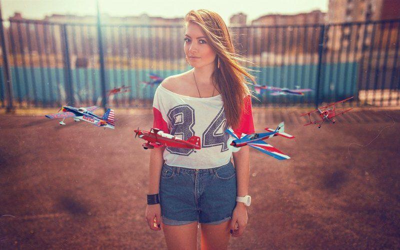 airplane, girl, самолеты, девушка, илина, летят, интересно, полет, в воздухе, самолётики, пролетают, взгляд, солнце, весна The Airplane Girlsphoto preview