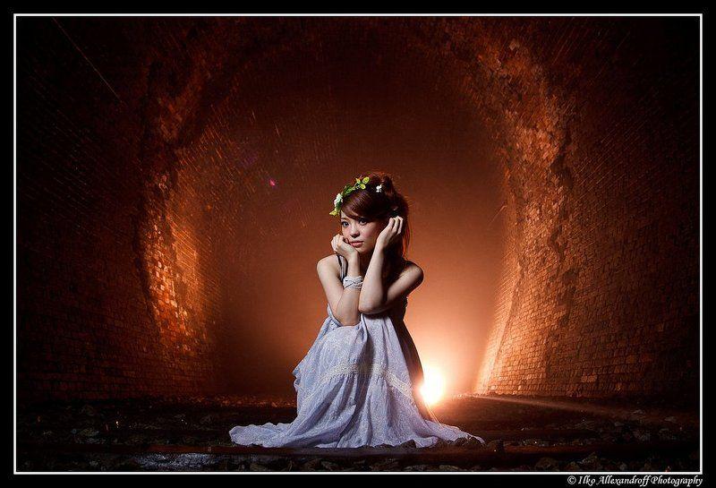 fairy, golden, strobist, tunnel Fairy of the Golden Tunnelphoto preview