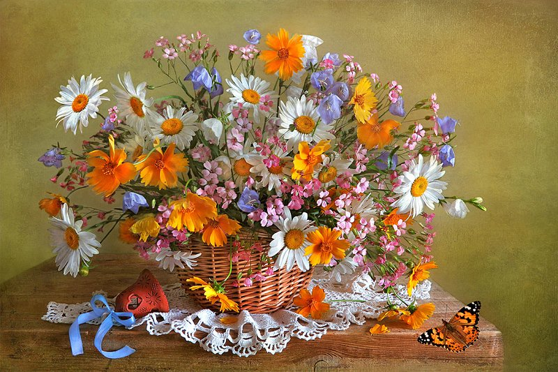 натюрморт,цветы.колокольчик,бабочка Праздник цветов!photo preview