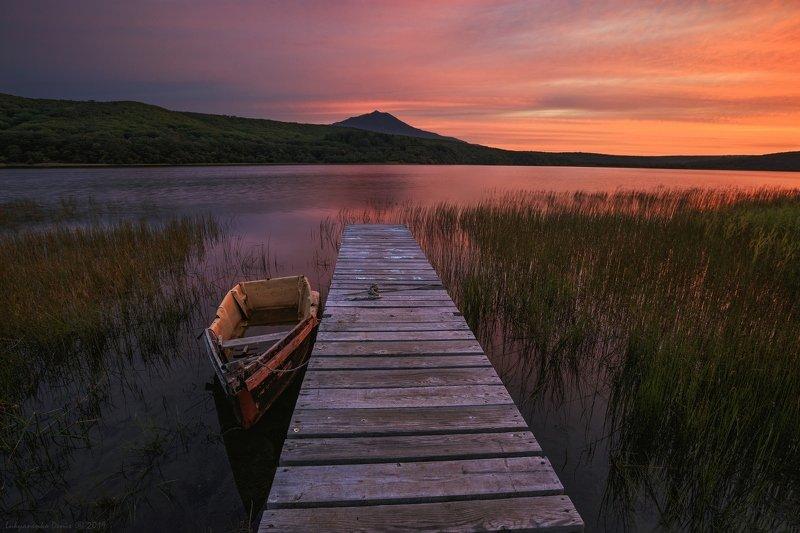 2019, россия, пейзаж, осень, утро, рассвет, озеро, лодка, вода, вулкан, отражение, небо, облака, причал Тихое утро...photo preview