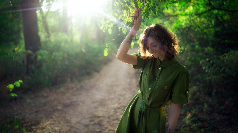 кудрявая, модель, зелень, лес, листья, зеленый, цвет, девушка, платье, казуальный, стиль, тату, татуировка, свет, лучи, закат, красота, нежность, подруга, стройная, черты Иринаphoto preview