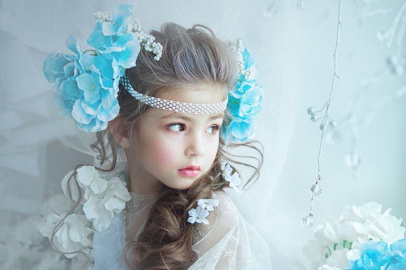 девочка с цветами Еваphoto preview