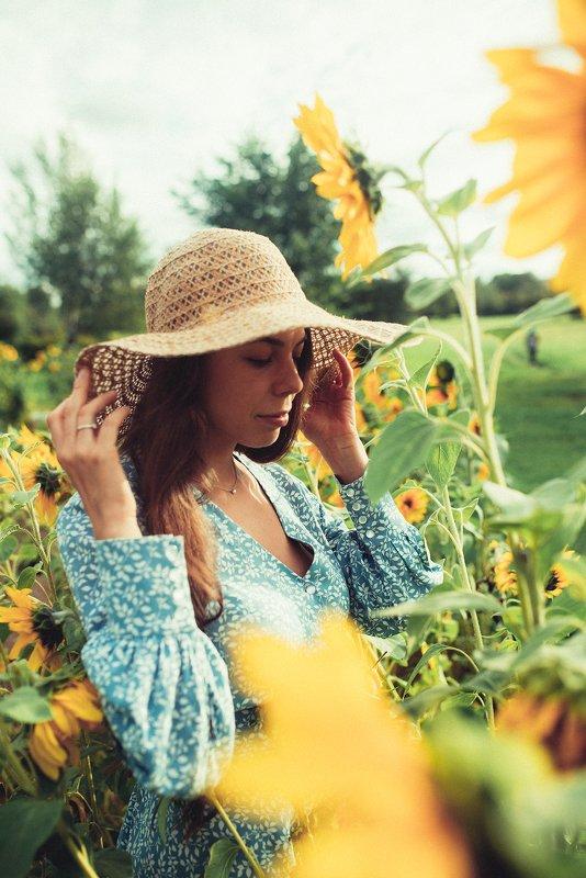 подсолнухи, модель, девушка, солнце, лето В подсолнухахphoto preview