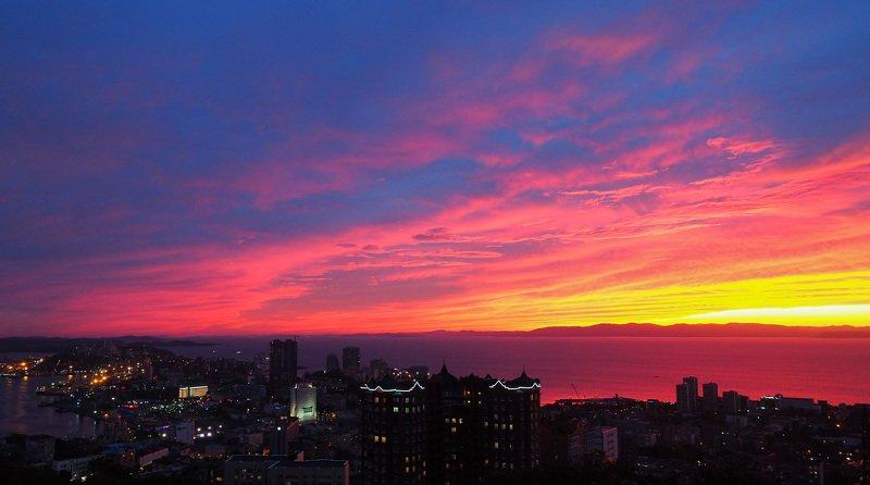 Владивосток, закат Загорелось небо красками закатаphoto preview