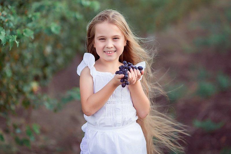 фотопрогулка, детская фотосессия, лето, август, дети, детская фотосессия, детский фотограф, фотосессия, радость, девочки, счастье, детский и семейный фотограф, детское фото, дети на фото, виноградники, красивые девочки, мама и дочки, сестрички Виноградная пораphoto preview