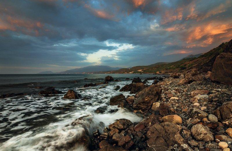 крым, пейзаж, лето, вода, море, вечер, камни, сотера, закат, облака, горы Облачный край.photo preview